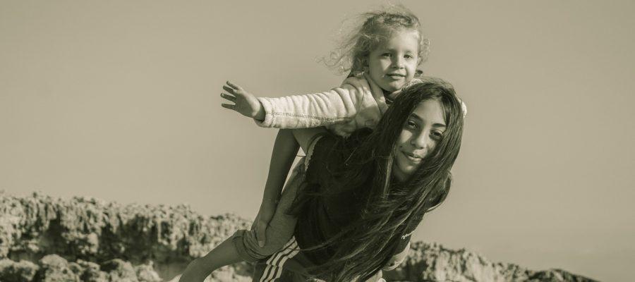 Sister Girls Children People  - dimitrisvetsikas1969 / Pixabay